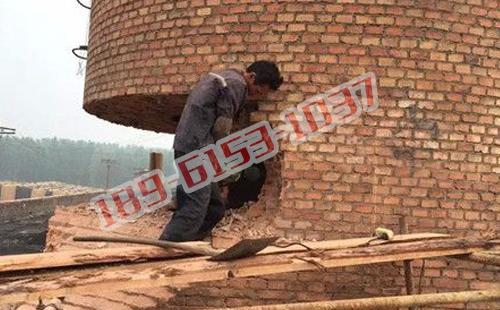 菏泽30米砖烟囱拆除_爆破砖烟囱