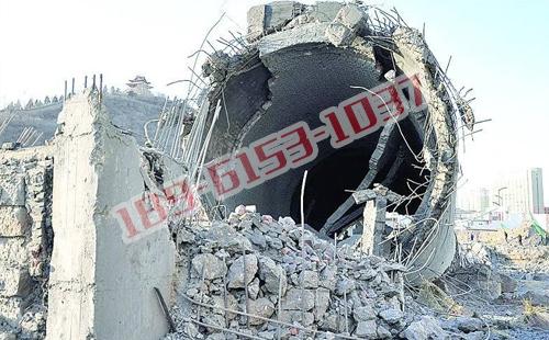 东营拆除45米砖烟囱_人力拆除砖烟囱